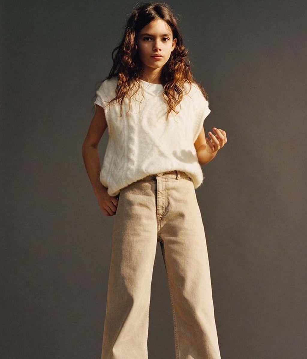 Ava Salazar, con jersey de punto