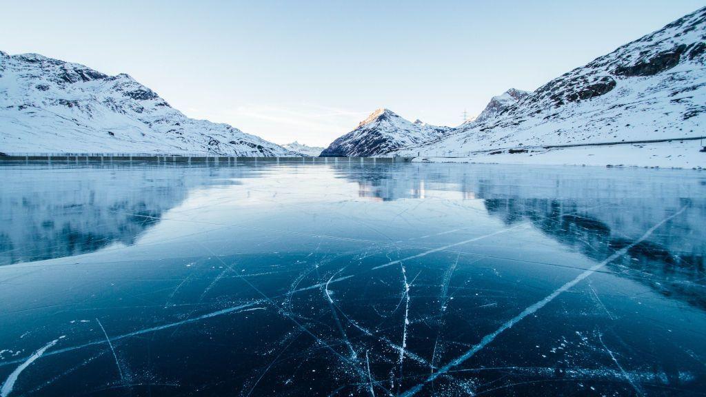 Un usuario de Tik Tok a punto de morir ahogado buceando bajo un lago helado