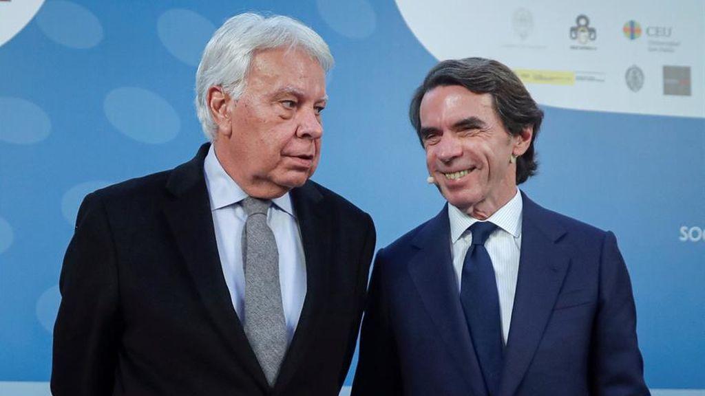 """Felipe González y Aznar, más unidos que nunca sobre la mesa de diálogo:  """"Una performance"""",  un """"hecho devastador"""""""