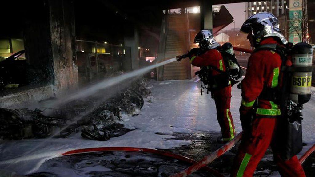 Desalojan la estación de tren de París 'Gare de Lyon' por un gran incendio