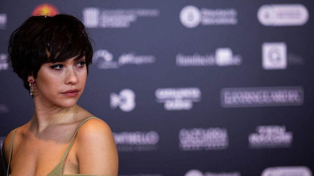 Greta Fernández consigue salir del hotel de París donde estaba retenida tras confirmar que no tiene coronavirus