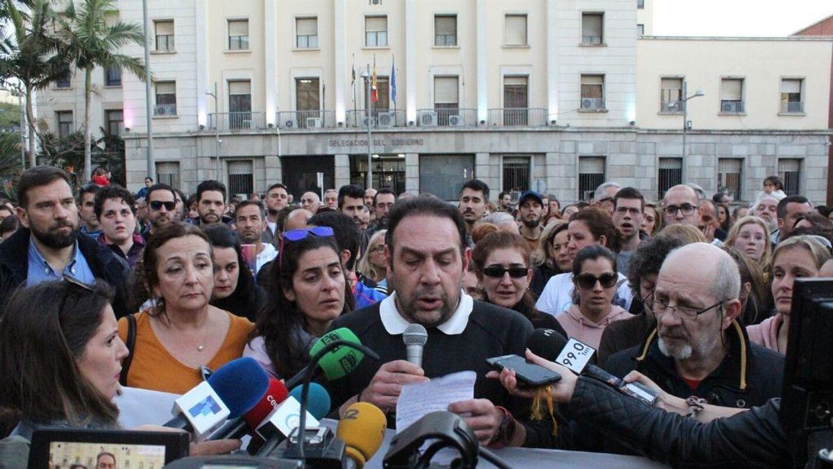 Cientos de docentes de Ceuta se movilizan por los maestros detenidos tras ser denunciados por presuntos abusos