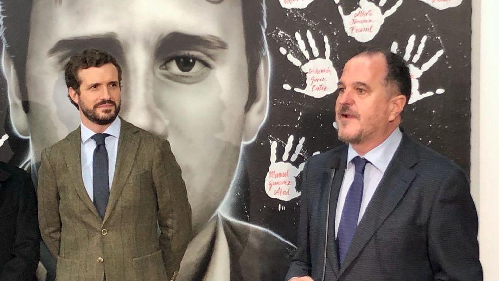 Pablo Casado  y Carlos Iturgaiz en el acto preelectoral de Ermua