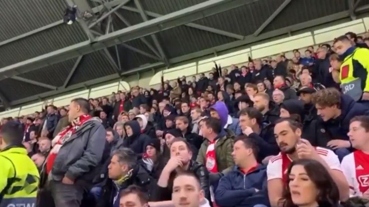 """Aficionados del Getafe con mujeres y niños pequeños huyen del estadio tras ser agredidos por los radicales del Ajax: """"Están tirando cerevza a los bebés"""""""