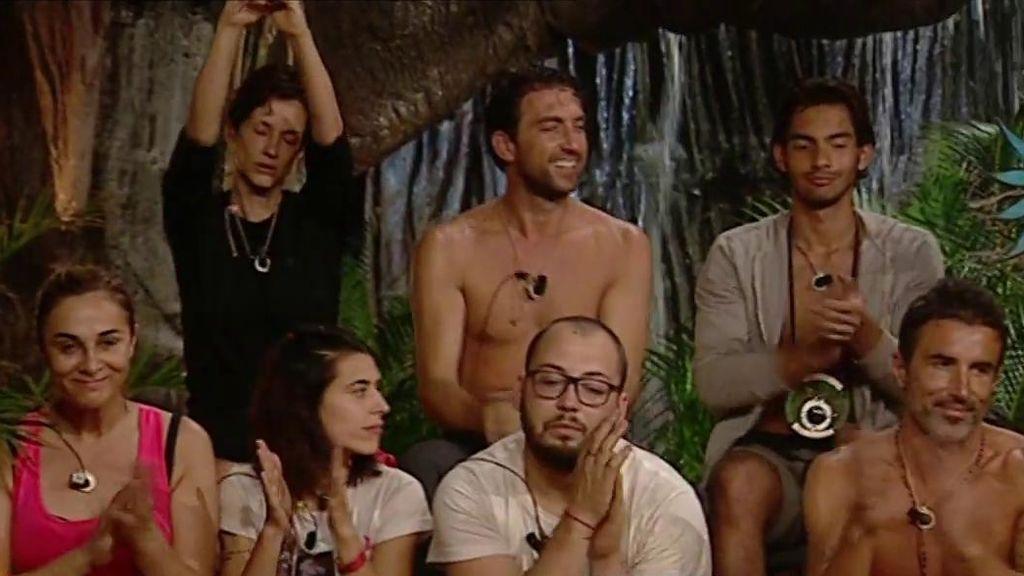 La audiencia, con sus votos a través de la web, decide que los concursantes reciban un saco para resistir al temporal