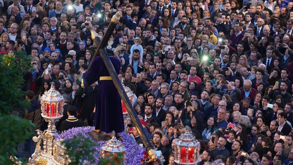 EuropaPress_2075776_Semana_Santa_Sevilla_2019_Hermandad_de_Pasión_y_Gran_Poder