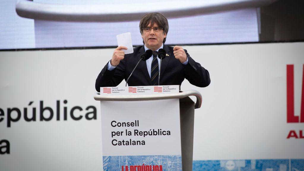 Baño de masas de Puigdemont en la cita masiva (y dividida) del independentismo en Perpignan