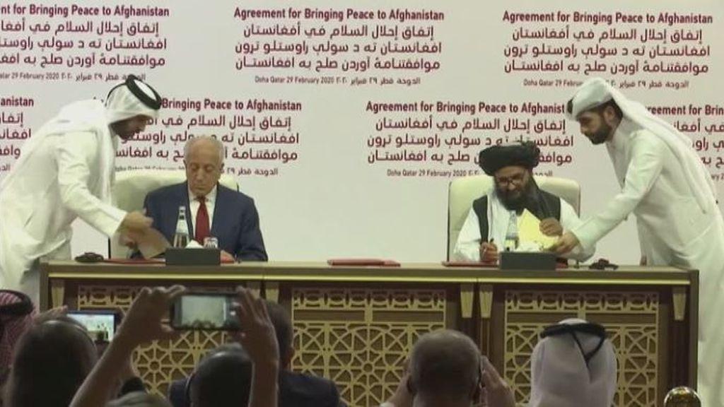 Estados Unidos y los talibanes firman la paz