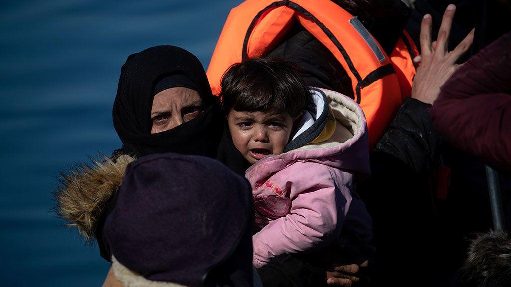 Tensión ante la llegada de al menos 500 refugiados a Lesbos