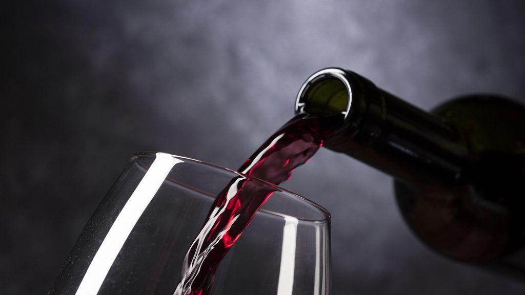 Muere tras sufrir una sobredosis de éxtasis al beber un sorbo de vino tinto