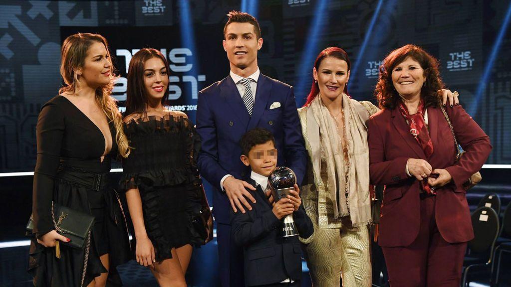 Katia y Elma Aveiro son las otras dos hijas de Dolores