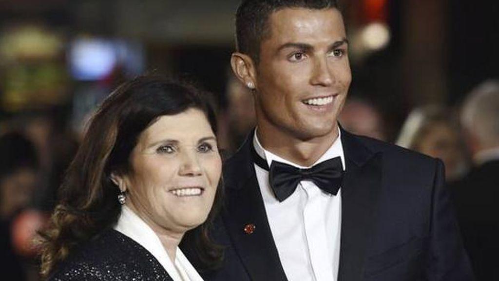 La madre de Cristiano Ronaldo, ingresada de urgencia por un derrame cerebral