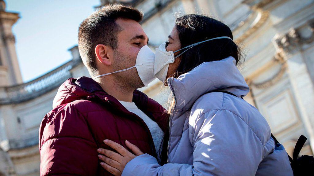 Sin besos, ni saludos y a un metro de distancia: Italia extremará las medidas contra el coronavirus