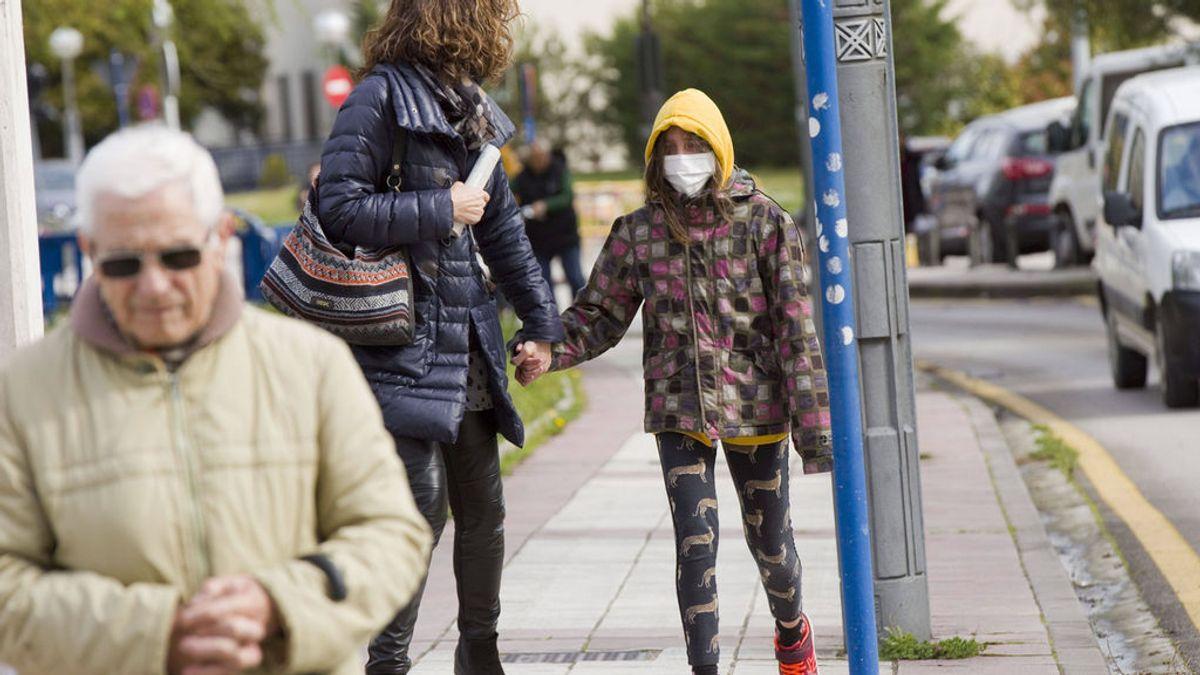 Niños, médicos, profesionales, estudiantes: el coronavirus se extiende en España