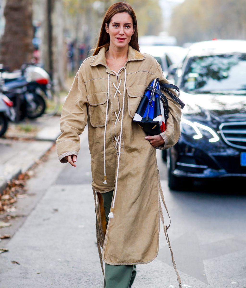 Gala González, a su llegada a un desfile de Loewe en París