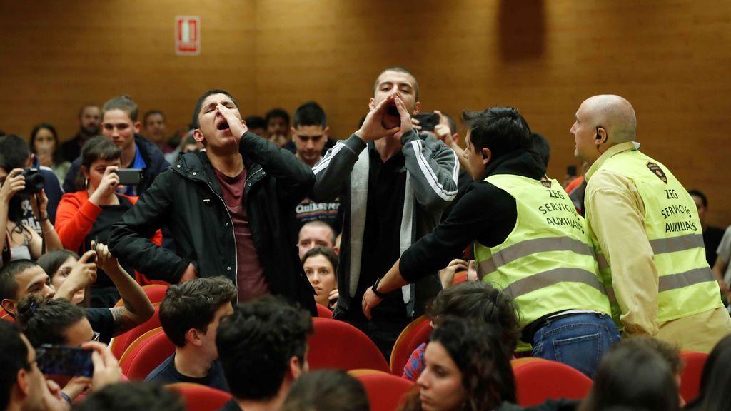 Protesta contra Iglesias en la Facultad
