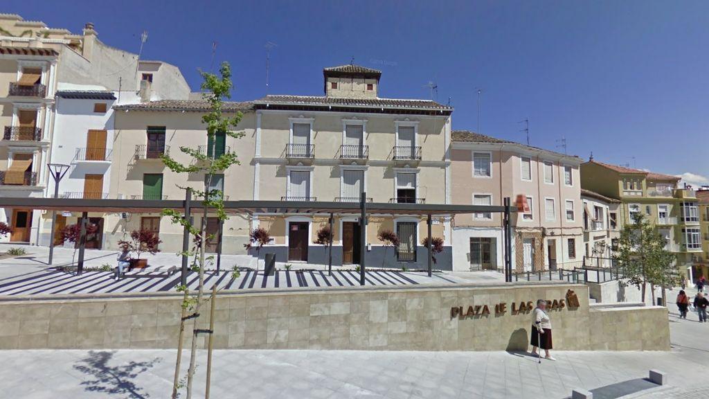 Un hombre muere tras caer al vacío desde el edificio de su expareja en Granada: tenía una orden de alejamiento