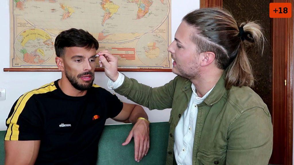 Cristian confiesa si ha estado alguna vez con chicos mientras Pablo le maquilla (1/2)