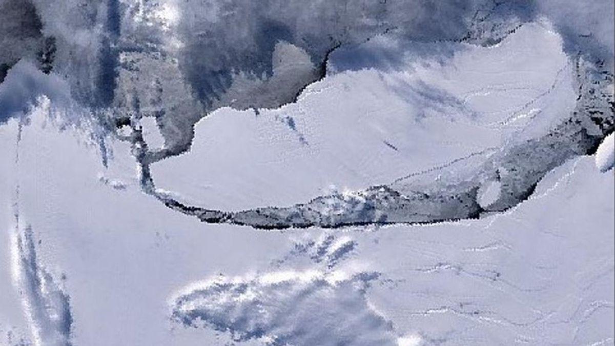 El enorme iceberg A68 se interna en mar abierto