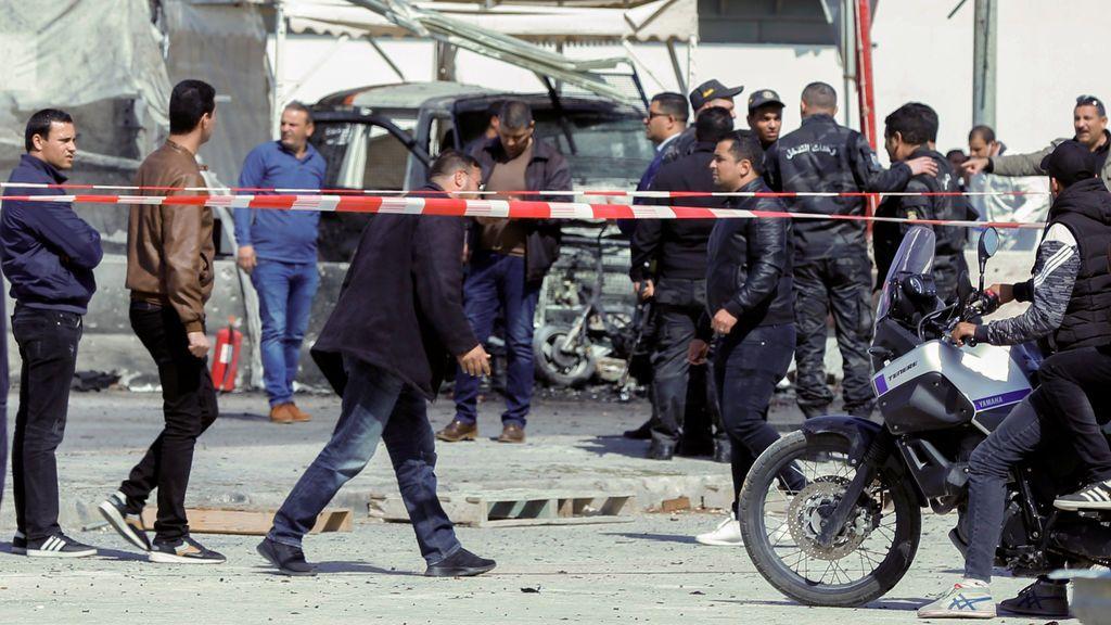 Dos terroristas suicidas atacan la embajada de EEUU en Túnez