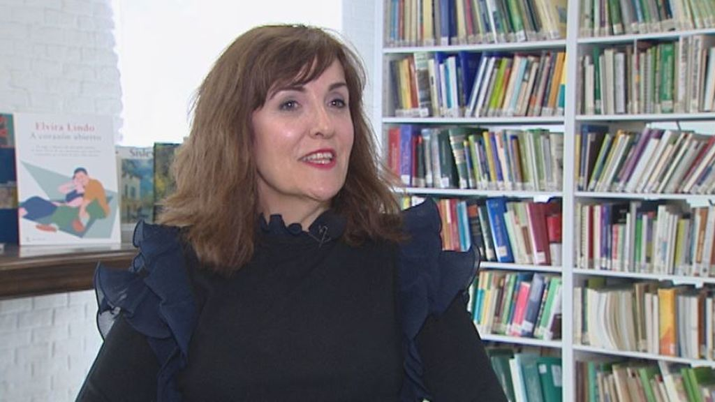 """Elvira Lindo: """"Poder ser ministra de Cultura, sentir el caramelo del poder, me envaneció media hora"""""""