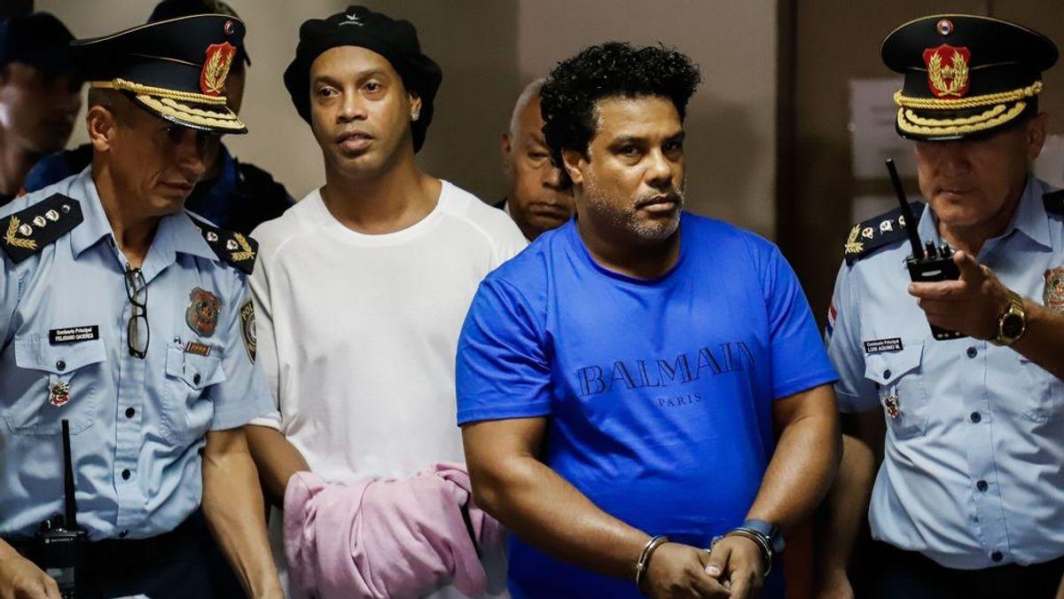 Ronaldinho, en prisión preventiva por haber entrado a Paraguay con pasaportes falsos