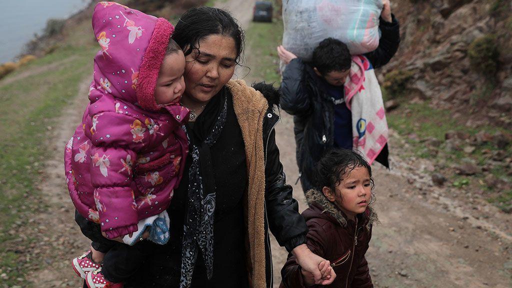 Grecia levantará dos centros de alojamiento temporal para contener la ola migratoria