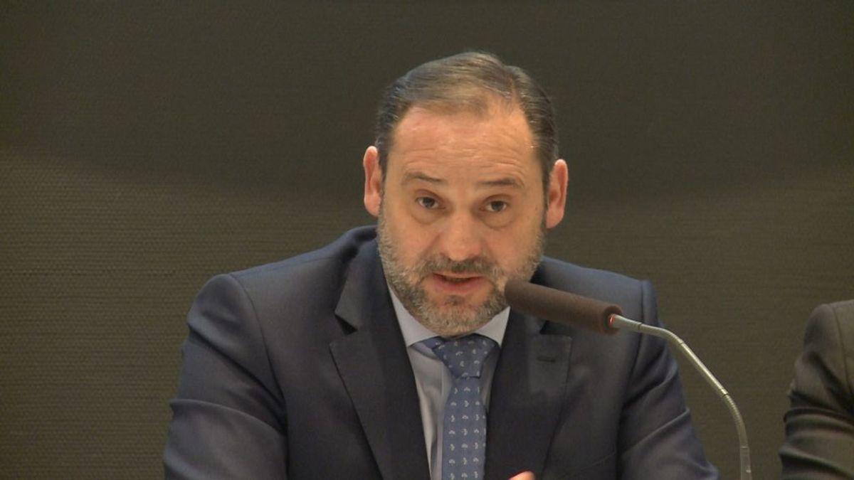 """Ábalos anuncia que el Consejo de Ministros valorará por coronavirus """"medidas extraordinarias"""" en transporte"""