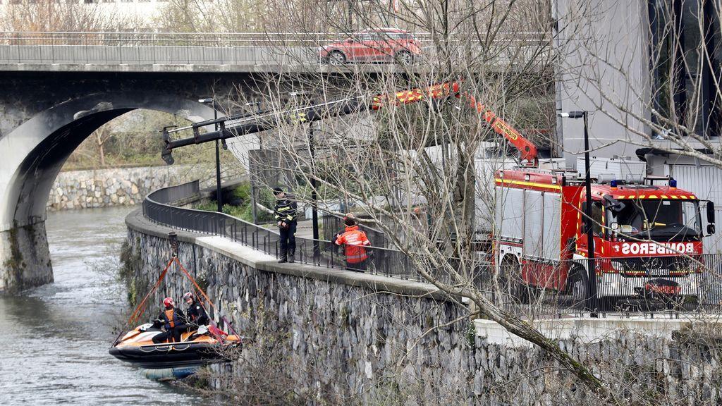 Localizan el vehículo hundido en las aguas del río Urumea en Hernani (Guipúzcoa)