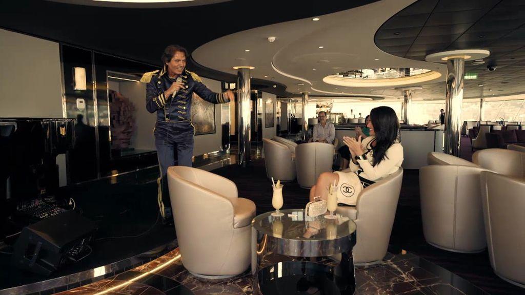 Romano le dedica una canción a Ana, pero a ella no le convence