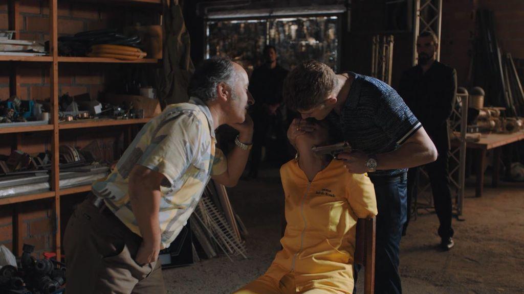 El secuestro de la inspectora Alén entorpece la captura de los Arteaga en el penúltimo capítulo de 'Vivir sin permiso'