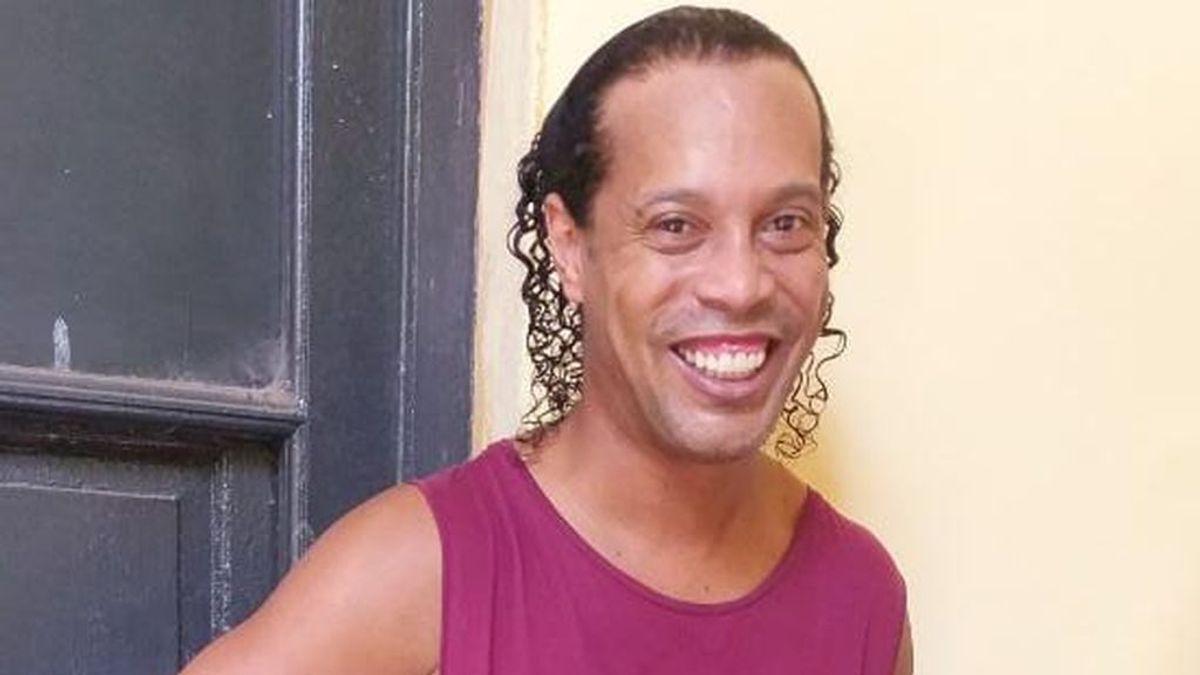 Ronaldinho pasa sus primeras horas entre rejas acusado de utilizar un pasaporte falso en Paraguay
