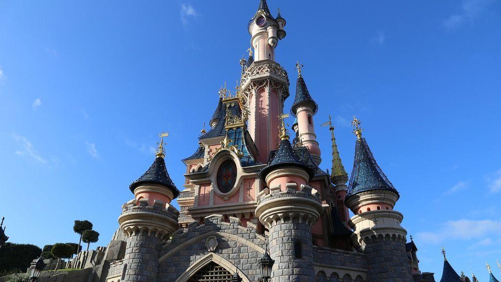 Disneyland París seguirá abierto tras el positivo en coronavirus de uno de sus trabajadores