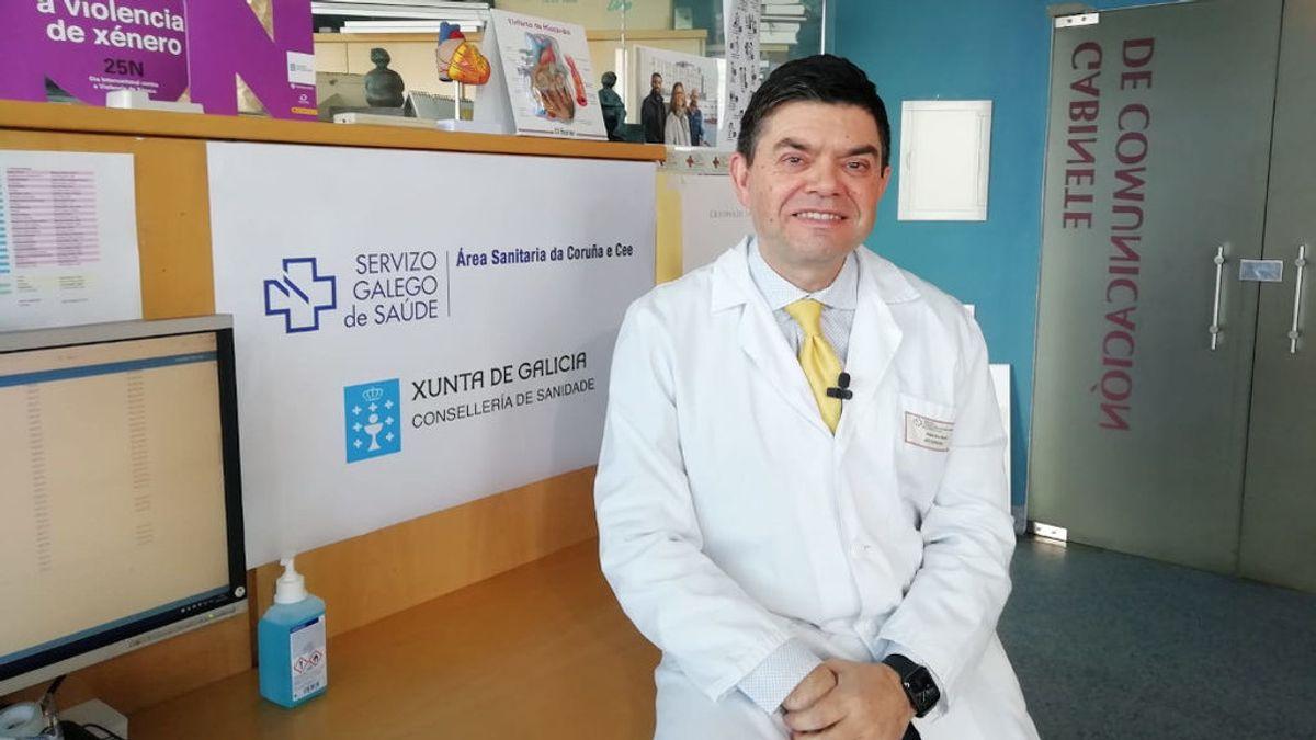 """Germán Bou, jefe de microbiología del Hospital de A Coruña: """"Los niños pueden ser un foco de contagio importante, por eso se suspenden las clases"""""""