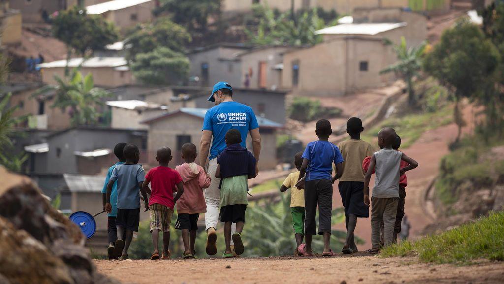 Jesús Vázquez cuenta su experiencia en los campos de refugiados de Ruanda dentro de la campaña de sensibilización de Mediaset España sobre el fenómeno migratorio