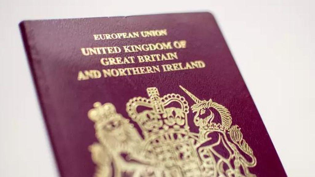 Un tribunal de Reino Unido dictamina que las personas deben especificar su género en el pasaporte