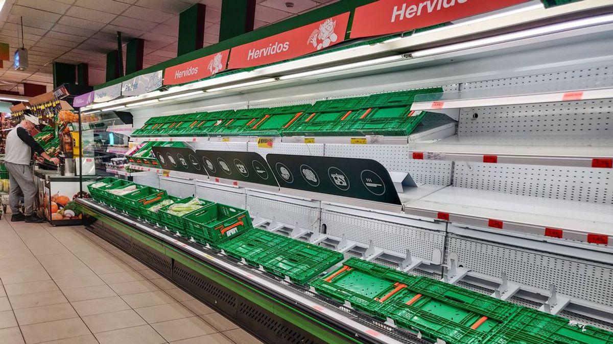 Estante vacío de un supermercado en Madrid