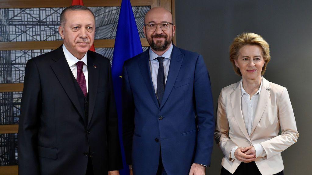 Bruselas y Ankara enfrían la bronca por la ruptura del pacto migratorio