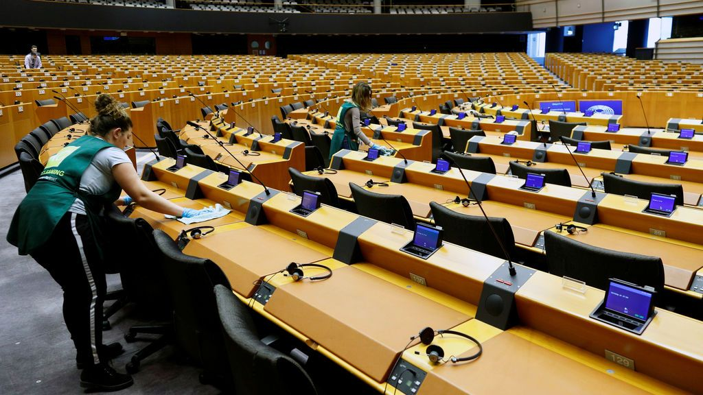 """Bruselas reacciona contra el coronavirus y pide ahora """"mano dura"""" para contenerlo"""