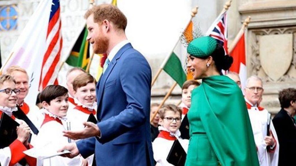 Meghan Markle y el Príncipe Harry disfrutan de sus últimos actos como miembros de la corona británica