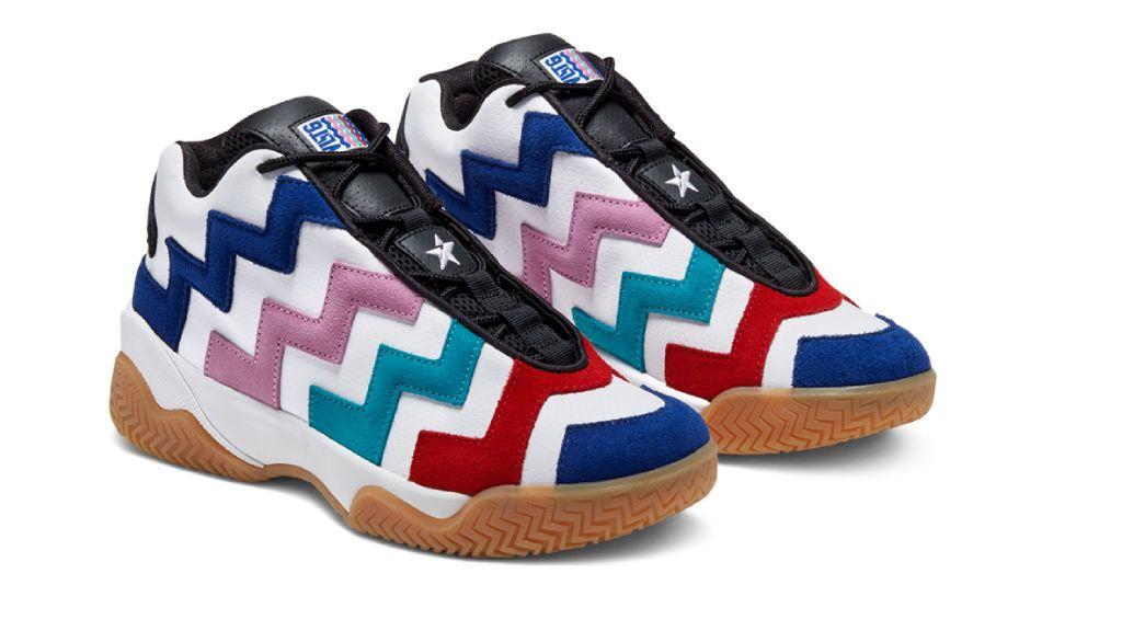 Las zapatillas de Converse.