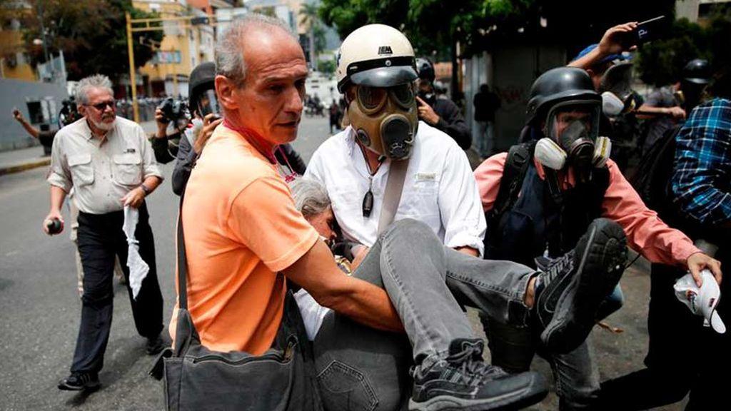 Gases lacrimógenos contra la manifestación de Guaidó en Venezuela