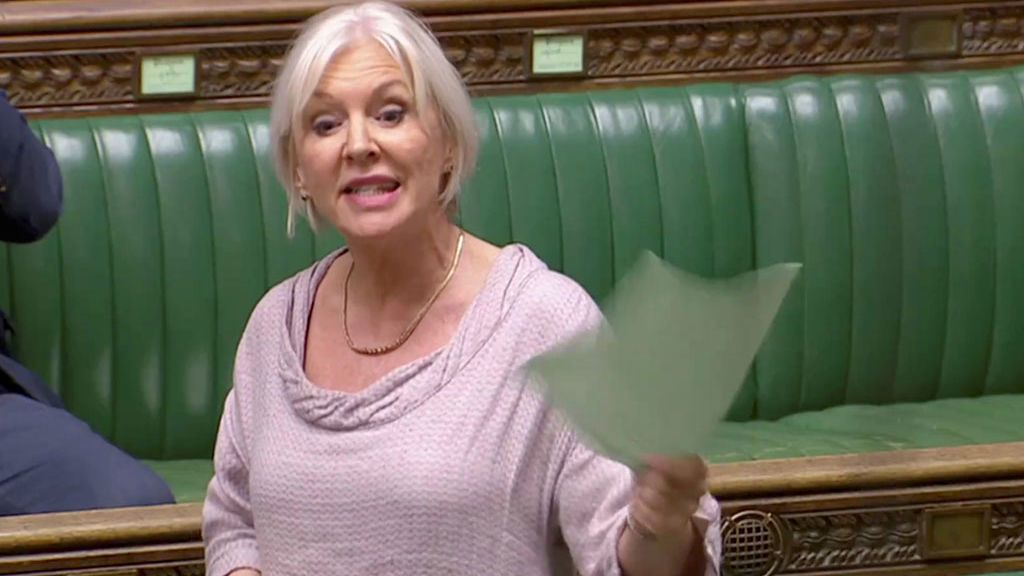 Nadine Dorries, ministra de Sanidad británica
