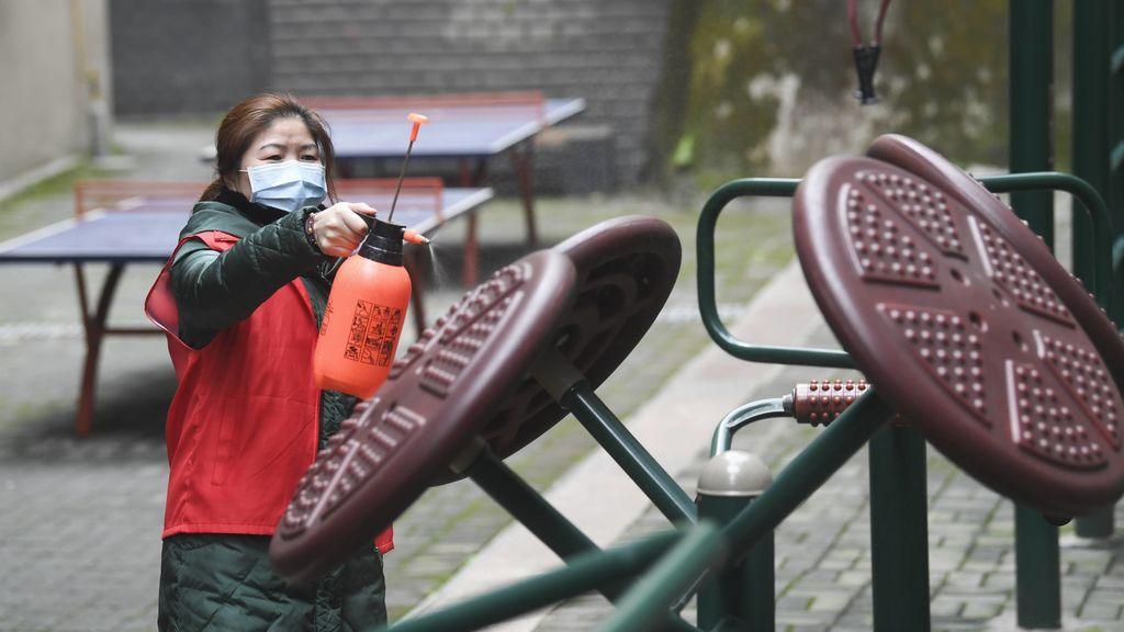 En China desinfectan el material deportivo