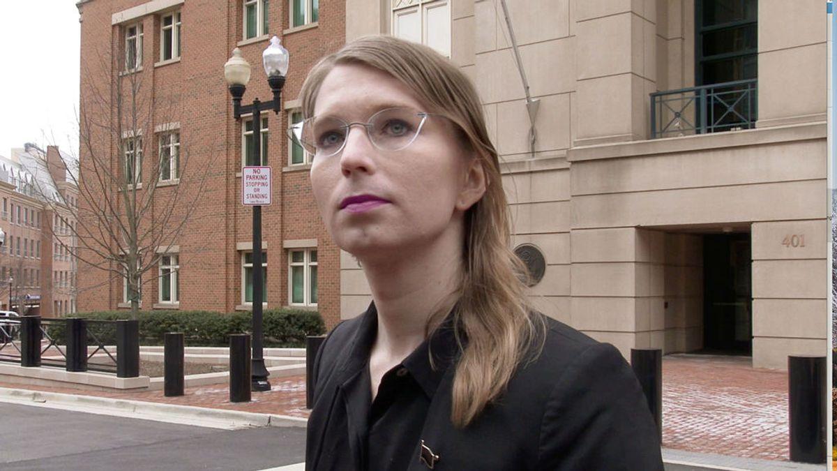 Chelsea Manning intenta suicidarse en prisión