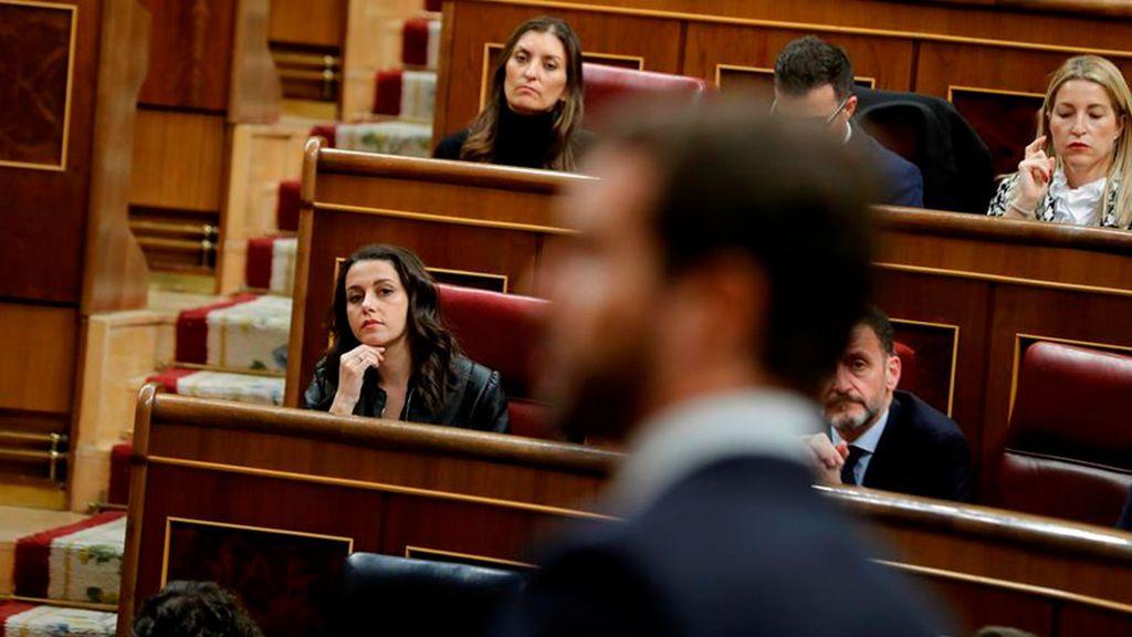 Casado habla ante Arrimadas en el Parlamento