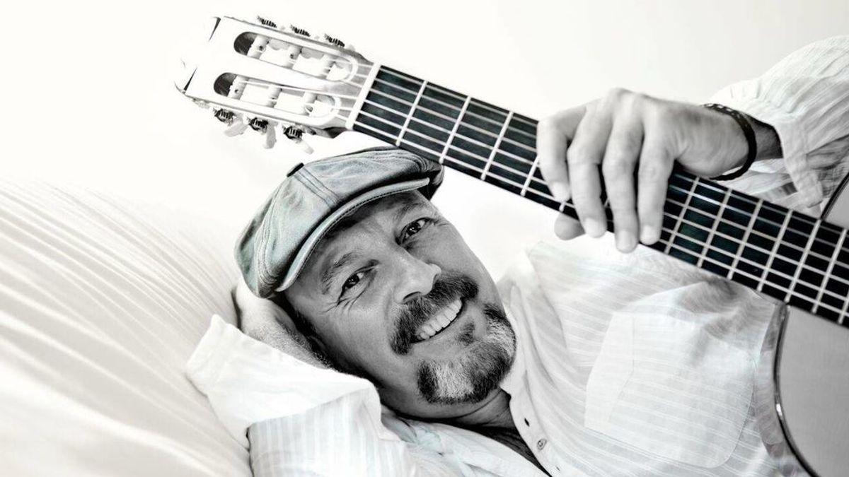 Javier Ruibal organiza un concierto desde su casa para pasar la cuarentena