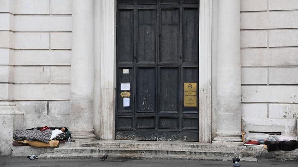 Personas 'sin techo' ante el coronavirus, una imagen que se repite en Italia