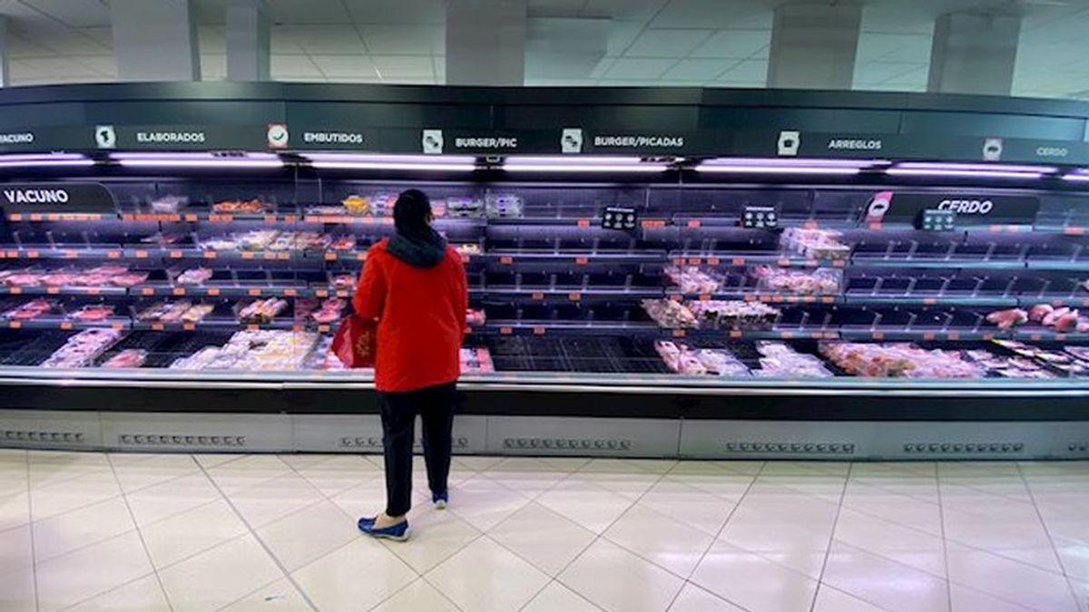 La leche en polvo y el papel higiénico, los productos más buscados en los supermercados españoles