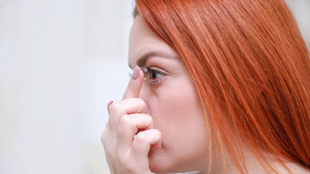 Advierten de extremar la higiene con las lentillas para evitar las infecciones